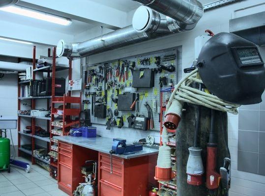 картинка ремонтной мастерской демодекоза